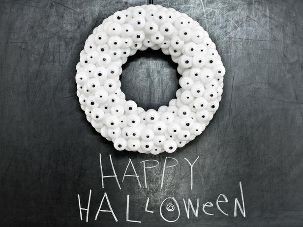 Halloween-wreath-eyeballs_4x3_lg