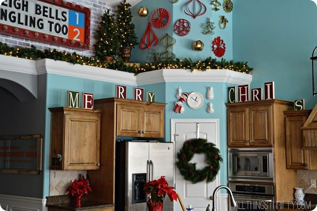 kitchen-decorating-for-christmas