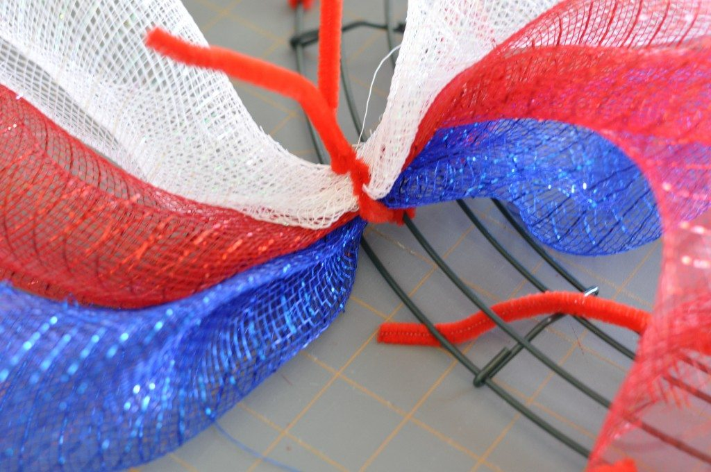 """tie-with-pipe-cleaners"""" width=""""640"""" height=""""425"""" srcset=""""https://www.allthingsthrifty.com/wp-content/uploads/2014/06/tie-with-pipe-cleaners-1024x680 .jpg 1024w, https://www.allthingsthrifty.com/wp-content/uploads/2014/06/tie-with-pipe-cleaners-300x200.jpg 300w, https://www.allthingsthrifty.com/wp-content /uploads/2014/06/tie-with-pipe-cleaners-150x99.jpg 150w, https://www.allthingsthrifty.com/wp-content/uploads/2014/06/tie-with-pipe-cleaners.jpg 2048w """"sizes=""""(max-width: 640px) 100vw, 640px"""" data-jpibfi-post-excerpt="""""""" data-jpibfi-post-url=""""https://www.allthingsthrifty.com/4th-of-july- wreath-the-ultimate-red-white-and-blue-round-up/"""" data-jpibfi-post-title=""""4th of July Wreath & the Ultimate Red, White and Blue-round-up"""" data-jpibfi-src= """"https://www.allthingsthrifty.com/wp-content/uploads/2014/06/tie-with-pipe-cleaners-1024x680.jpg""""/> <img loading="""