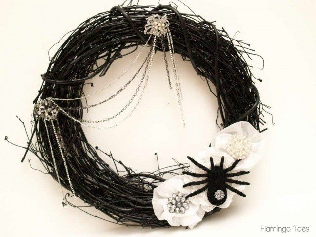 glam-spider-wreath