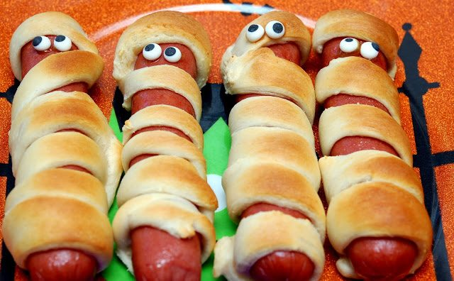 MUMMY-Hot-Dogs-Hugs-&-Cookies