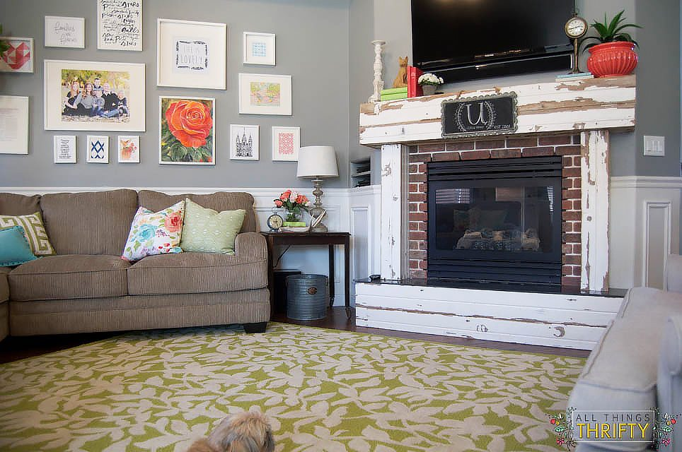 Coral and Green Living Room Decor (10 of 35)