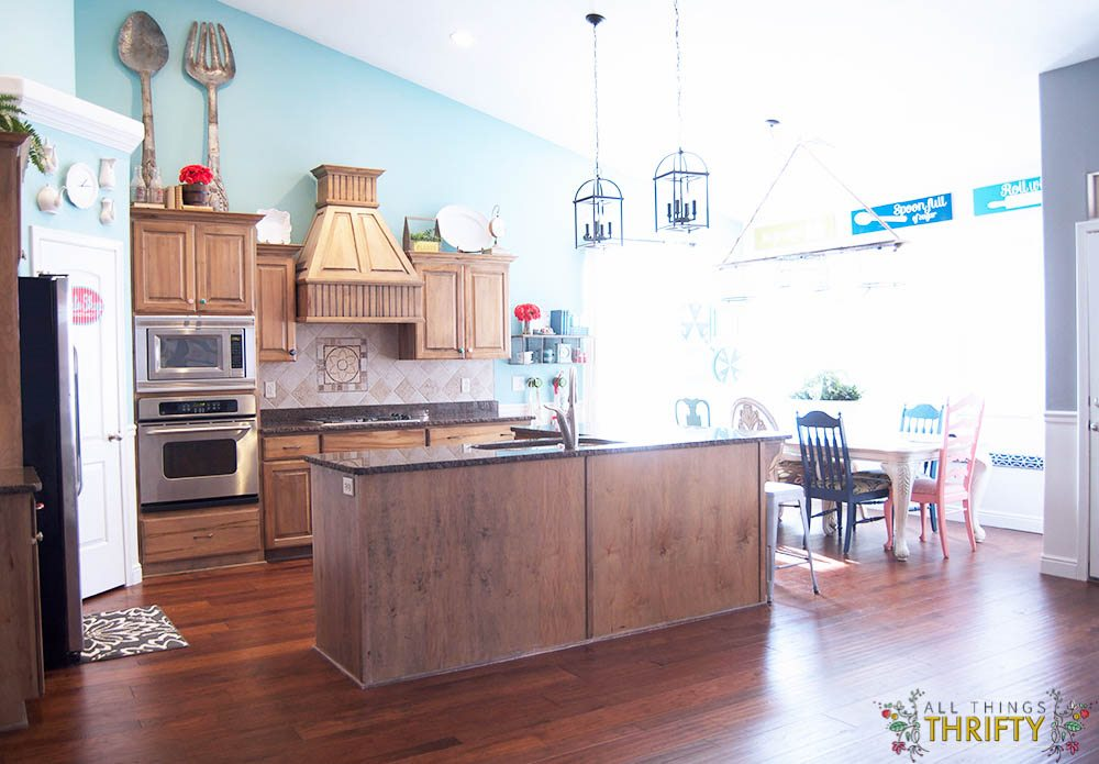 cottage style kitchen turquoise paint 1