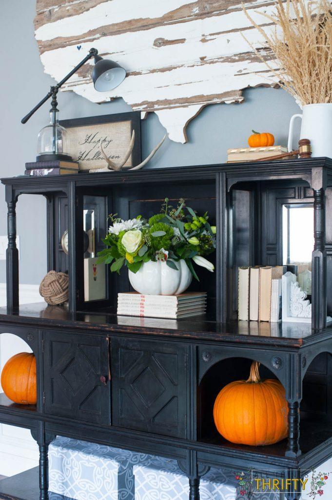 Fall Decor ideas with corn tassles and pumpkins