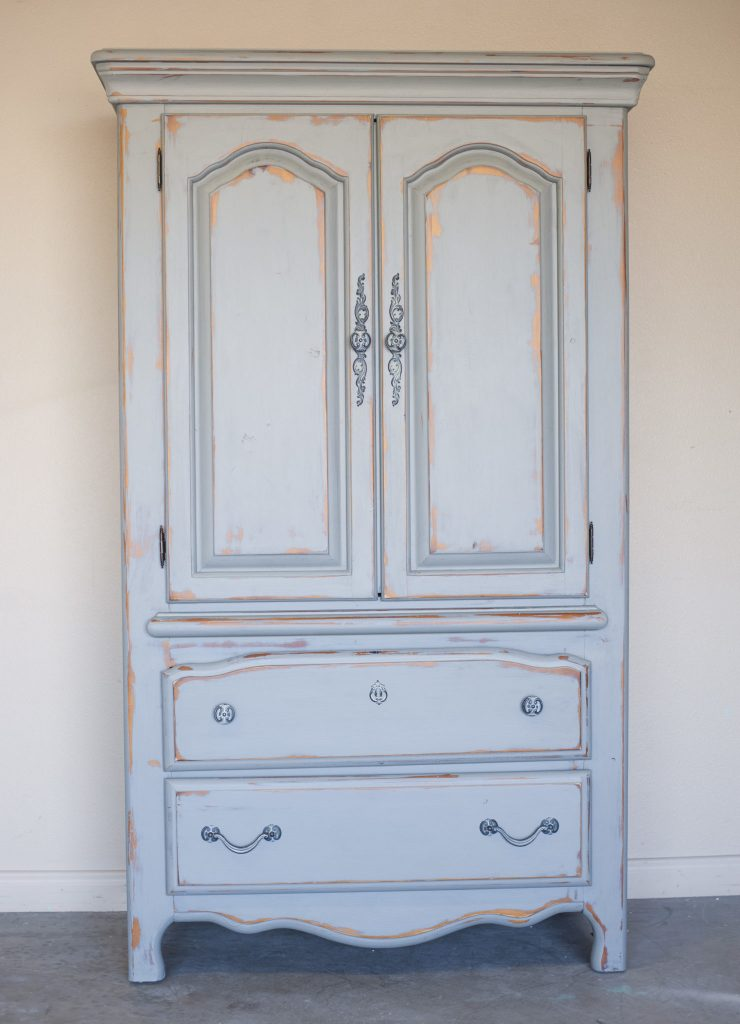 how to paint and distress furniture with chalk paint all things thrifty. Black Bedroom Furniture Sets. Home Design Ideas
