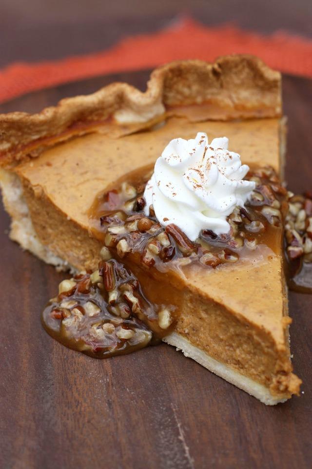 Pumpkin_Pie_with_Caramel_Pecan_Topping