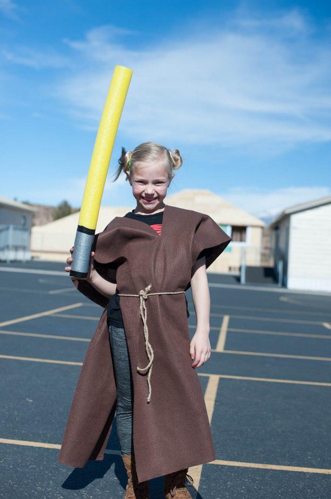 How To Make A Jedi Padawan Costume No Sew Diy Instructions