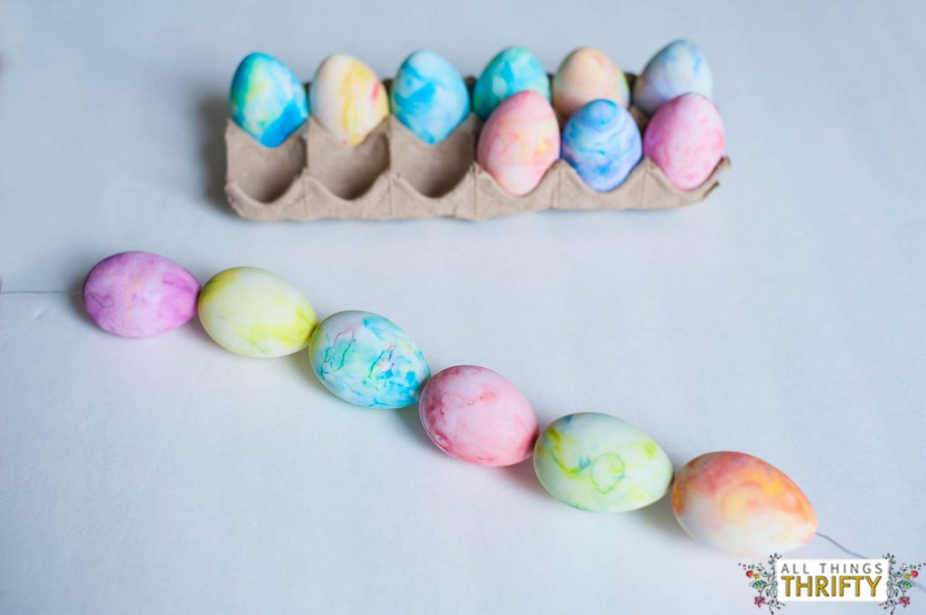 make your own marble easter egg wreath with your kids all things thrifty