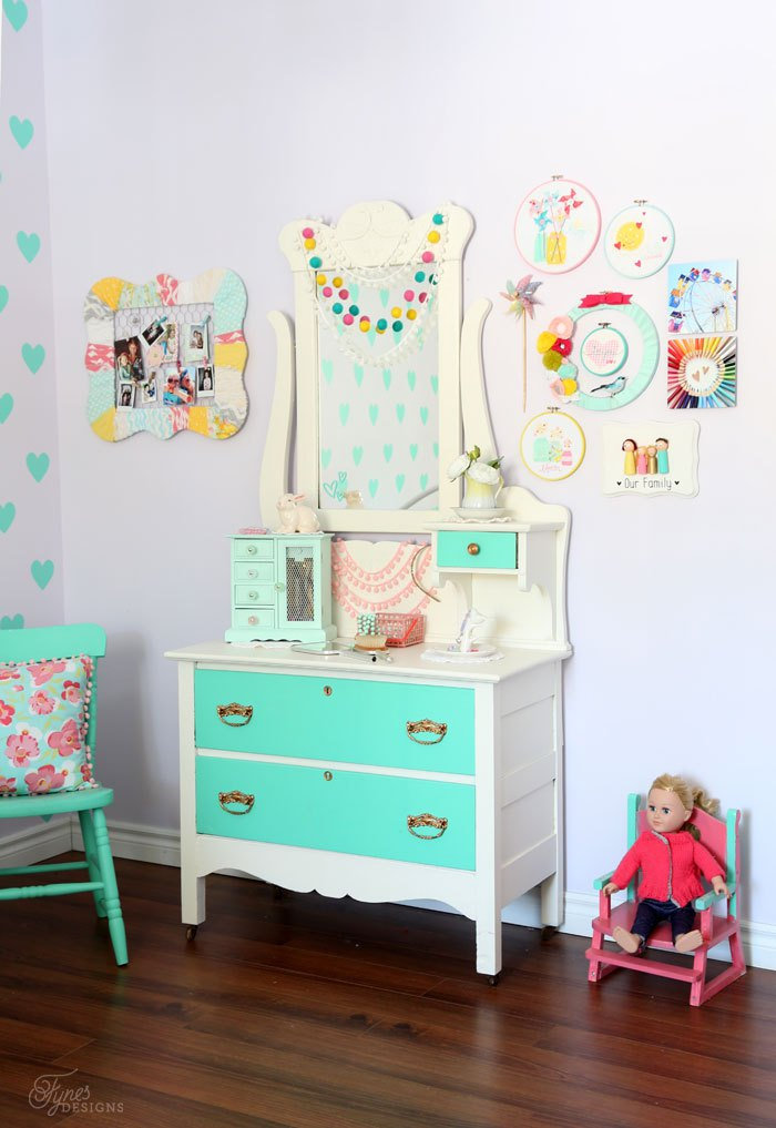 Colorful girls bedroom decor all things color for Room decoration things