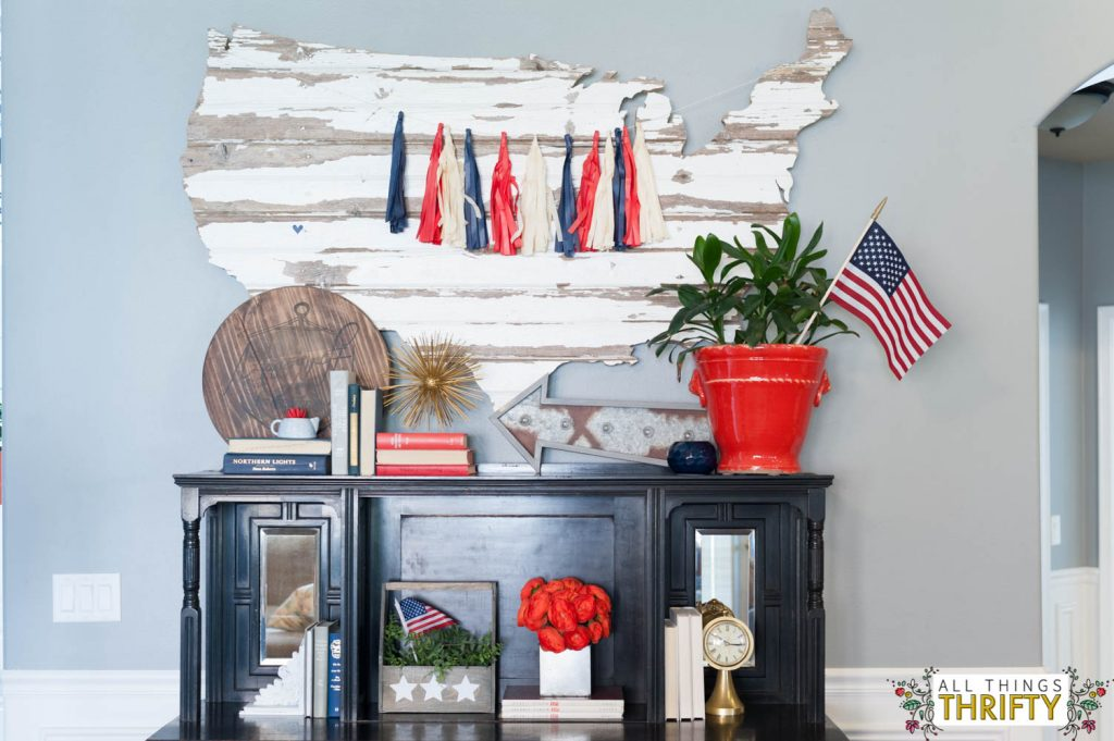Red, White, and Blue Patriotic Decor Ideas-10