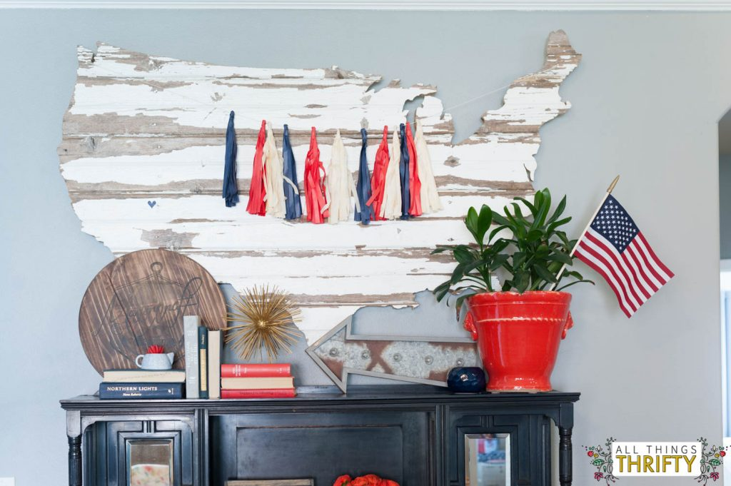 Red, White, and Blue Patriotic Decor Ideas-14