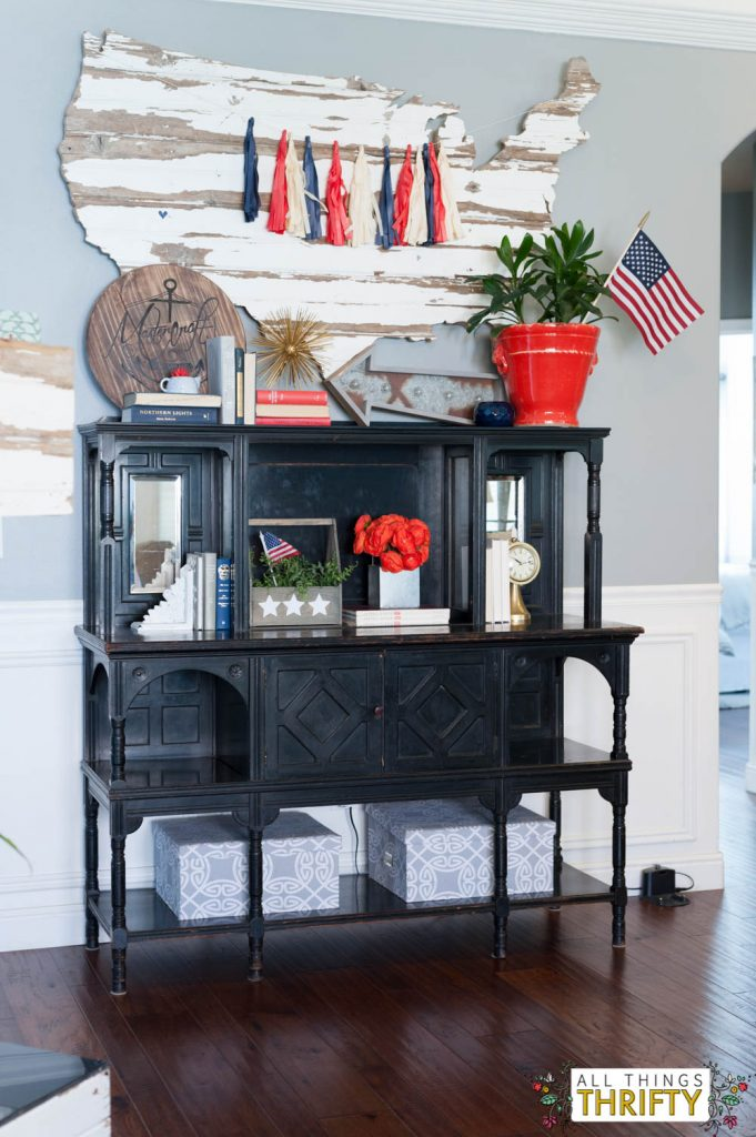 Red, White, and Blue Patriotic Decor Ideas-3
