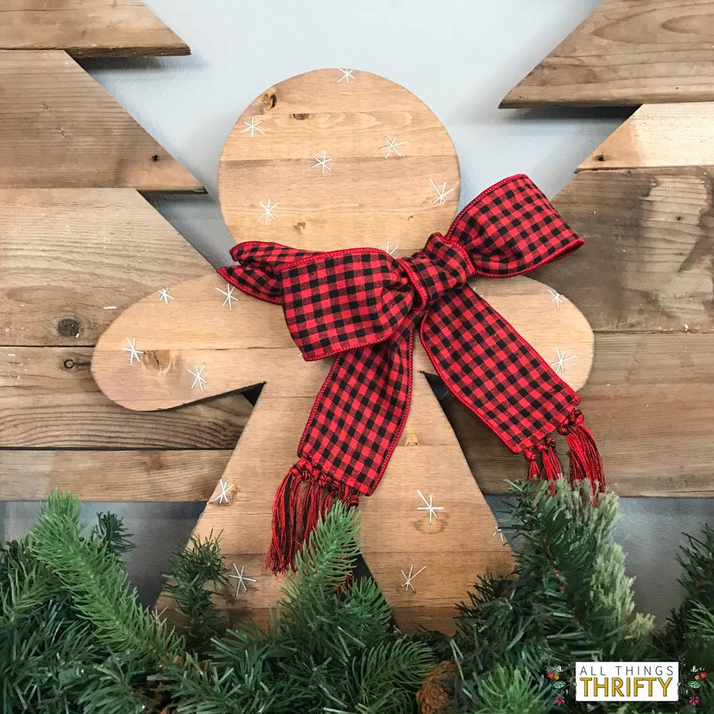 christmas-decor-ideas-with-pom-pom-garland-8-of-26