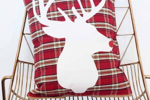 Adorable DIY plaid and burlap Christmas Pillow