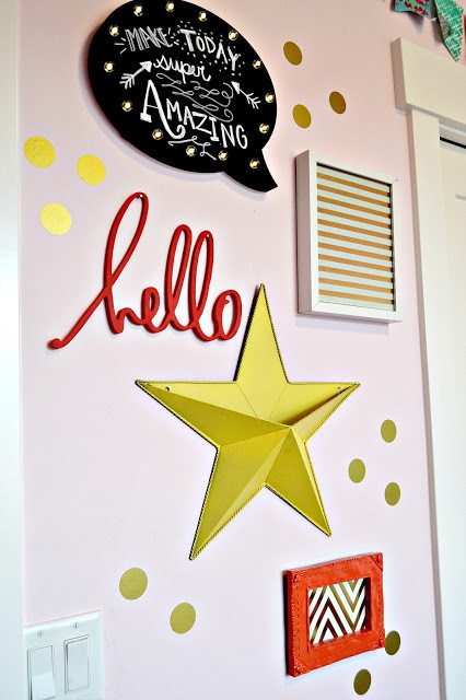 Gallery-wall-for-girls-room