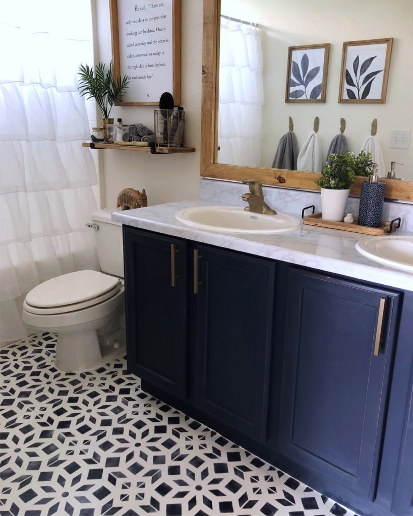 Bathroom Makeover Phase 2 Chalk Painted Linoleum Floors All Things Thrifty