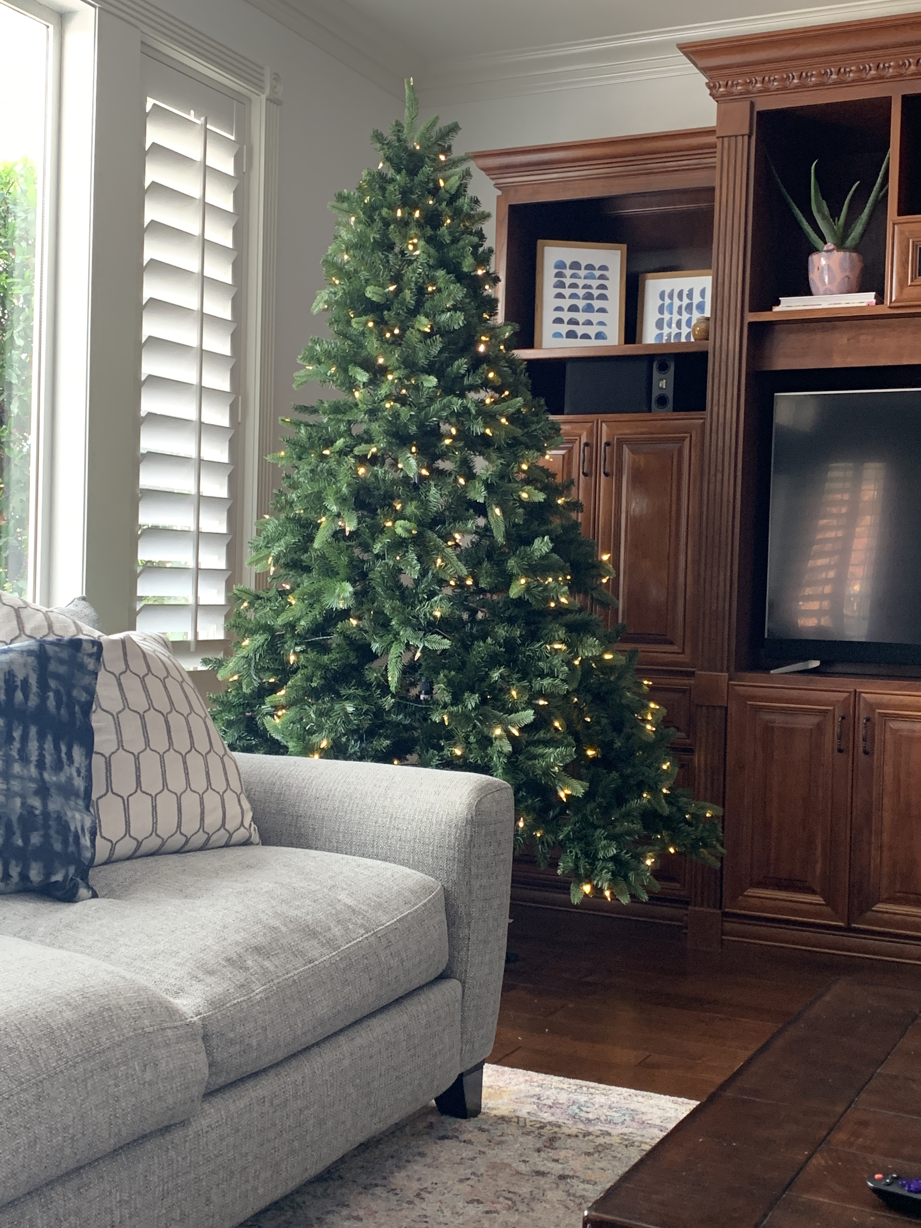 Classic Red And Green Christmas Tree Color Decor With Slight Farmhouse Feel All Things Thrifty